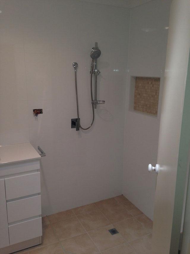 Pretty Bath Shower Tile Designs Huge Tiled Baths Showers Shaped Bathroom Designer Cost Bathroom Vanity Lights Rustic Young Bathroom Vanity Plans Free GrayInstalling Bathtub Tile Bathroom Waterproofing Sydney